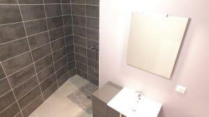 Salle de bain d'un logement de la résidence le général